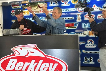 Houston Angler,Norman McGillen tops over 1100 anglers at the 10th Annual Berkley Big Bass event on Lake Fork with a 9.56 to take home a new Skeeter ZX-200 - Yamaha Rig. Kent Skoglund takes home a new Skeeter TZX 190 for his 2.86