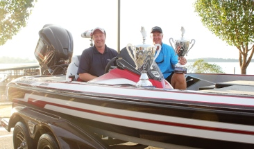Corey Waldrop & Craig Waldrop Win the 2017 team championship on the Red River presented by Yamaha and take home a new Skeeter FX 20.