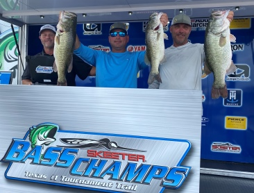 Harman & Scheen win over $20,000 at Day one of the Amistad Double header with 3 fish that went 21.80 lbs. They now lead the AOY race by one point.