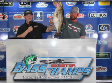 Garett Hall, Kilgore, TX tops a record 1900+ anglers and wins over $70,000 in cash & prizes at Mega Bass on Lake Fork with a 11.38 lb Giant.