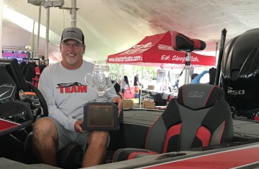 Tim Wilcoxson, Rockwall, TX tops over 2200 anglers at the 26th Annual Skeeter Owners Tournament on Lake Fork with a 9.65. Takes home a new FX 20 - Yamaha SHO - Power Pole Rig
