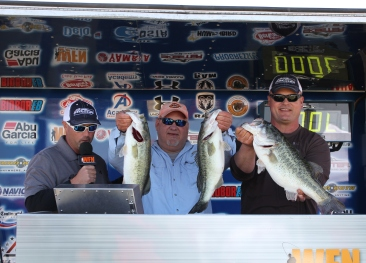 Jerry David and Jon Johnson take home over $15,000 with 3 fish that weigh over 21 lbs.
