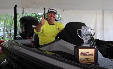 Eric Blane, Montgomery, TX tops a record field of over 2200 Anglers at the 23rd annual Skeeter Owners tournament with a 9.04 and takes home a new Skeeter FX 20 - rigged with Yamaha SHO 250 - Lowrance- Power Poles - Minn Kota