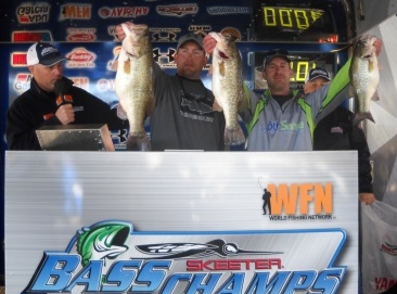 Jonathan Garrie & Wayne Triana go back to back on Rayburn and top another 207 boat field with 19.65 lbs to take home over $15,000