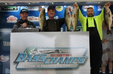 Roy Wade and Justin Wade top 344 teams on a record day on Sam Rayburn with 30.96 pounds.              50 bags over 20 lbs.
